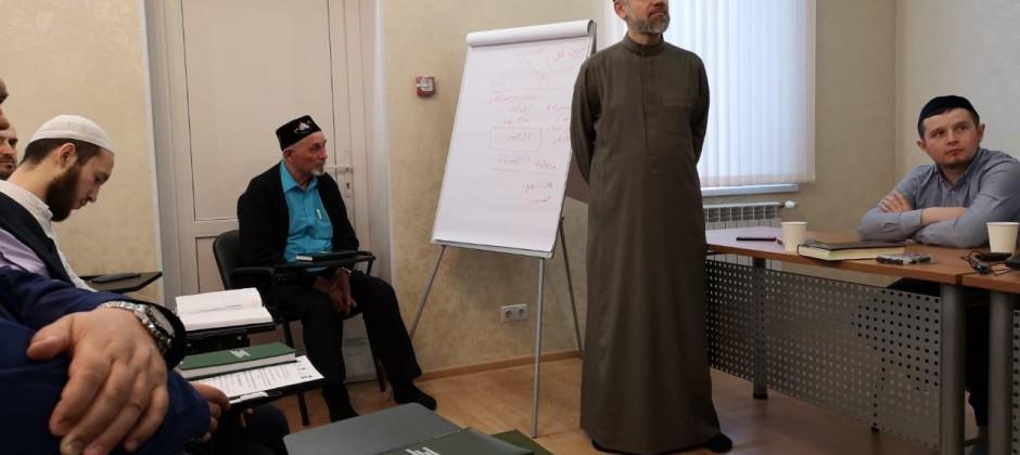 Профессор Болгарской исламской академии Мухамед Айман Аль-Захрави провел обучающий семинар для представителей ДУМ Югры