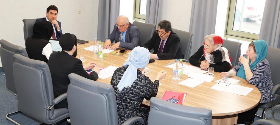В БИА обсудили подготовку доклада «Роль межрелигиозного диалога в развитии высшего религиозного образования»