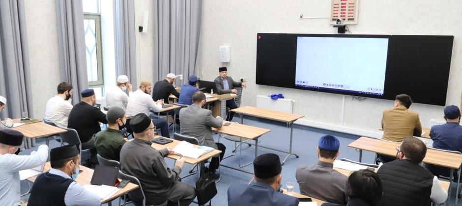 Р. Шангараев прочитал магистрантам Академии лекцию по истории ислама и мусульманских народов России