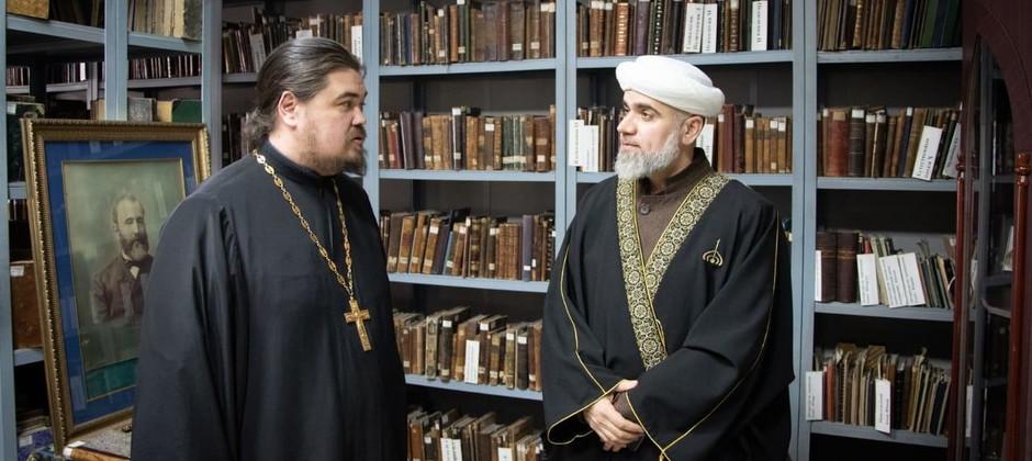 أستاذ أكاديمية بلغار الإسلامية يلقي محاضرة في مدرسة قازان اللاهوتية الأرثوذكسية