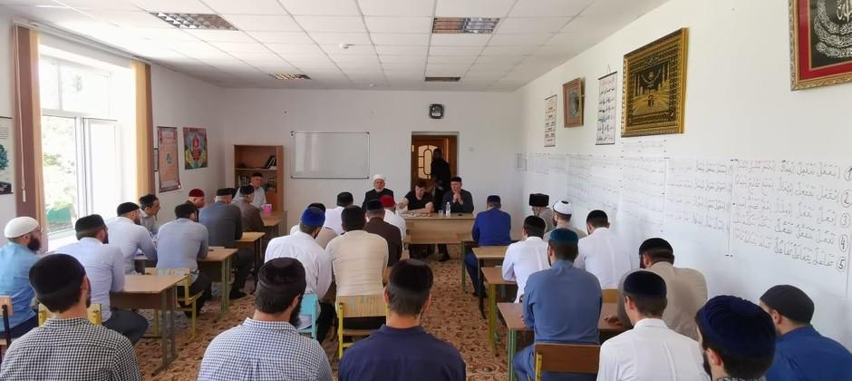 Преподаватель Академии Исмаил Болбол  читает лекции в исламском институте Республики Ингушетия