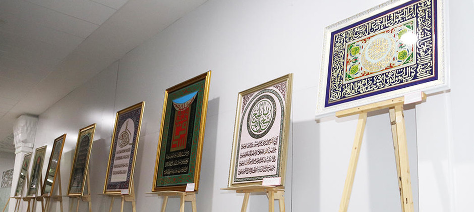 В Академии открылась выставка художника-каллиграфа Наджипа Наккаша