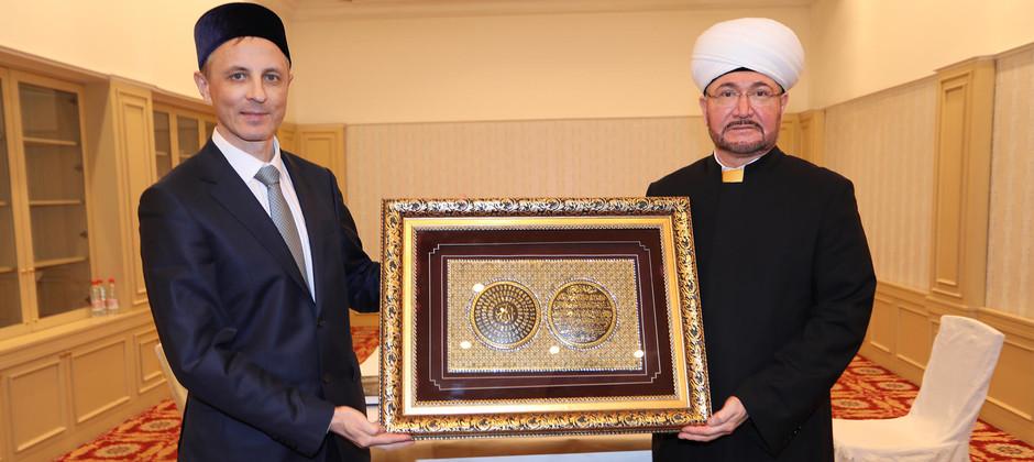 Руководитель Академии встретился с муфтием Равилем Гайнутдином