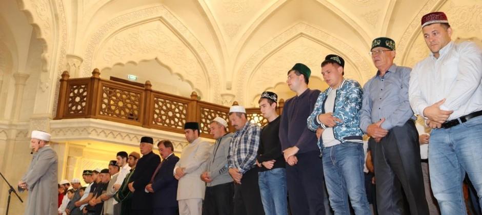 Мусульманский праздник – Курбан-Байрам состоялся в Белой мечети Болгарской исламской академии.