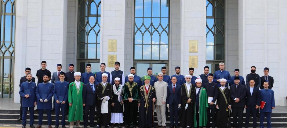 Торжественная церемония вручения дипломов первым магистрам Болгарской исламской академии