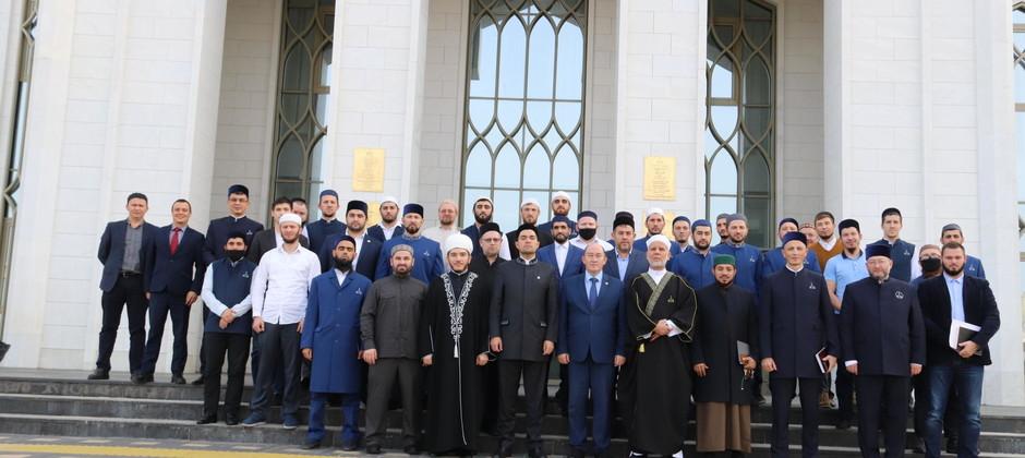 Болгар ислам академиясен тәмамлаучыларга ислам фәннәре докторы дипломнары тапшырылды