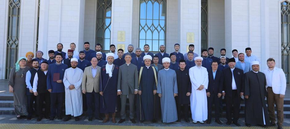 В Болгарской исламской академии состоялась торжественная церемония вручения дипломов магистрам исламских наук