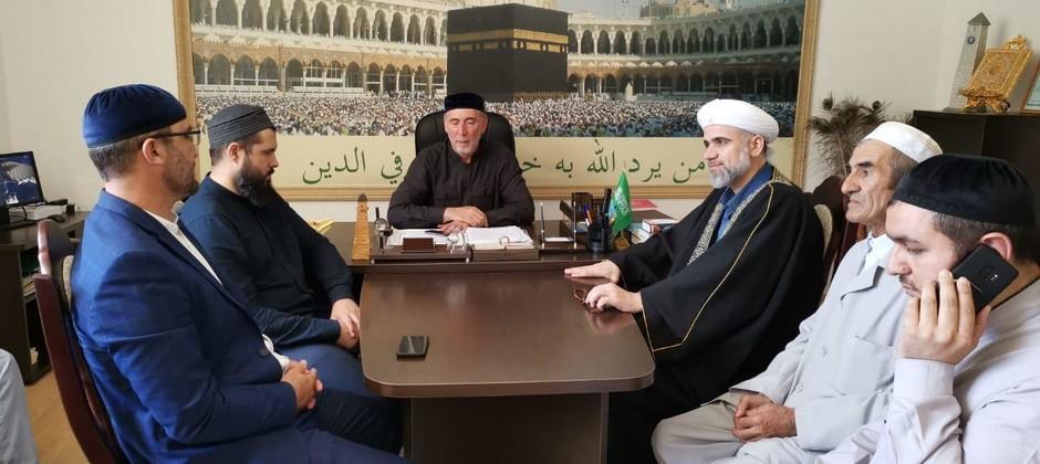 Профессор Болгарской исламской академии Мухамед Айман Аль-Захрави проводит обучающие семинары в Ингушетии