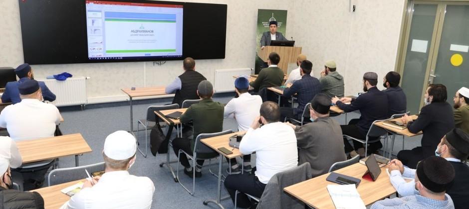 Ректор Академии прочитал для магистрантов лекцию о развитии исламского образования и профилактике экстремизма в России