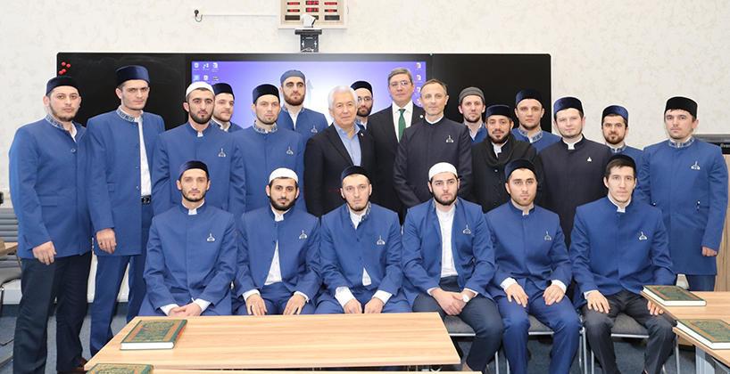 Глава Дагестана Владимир Васильев встретился в Болгарской исламской академии со студентами из Дагестана